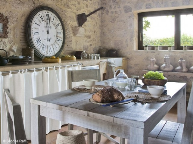 French style home decor - Cuisine mur en pierre ...