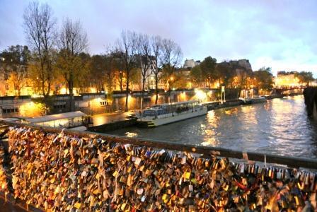 Paris love lock bridge for The lock bridge in paris